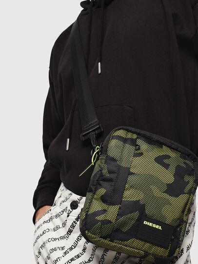 Diesel - ODERZO, Vert Camouflage - Sacs en bandoulière - Image 7