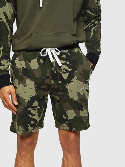 Diesel - UMLB-PAN, Vert Camouflage - Pantalons - Image 4