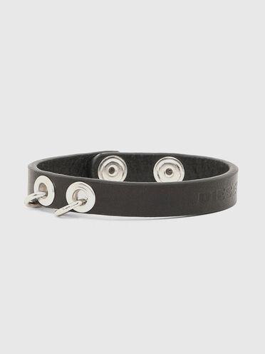 Bracelet en cuir avec piercings