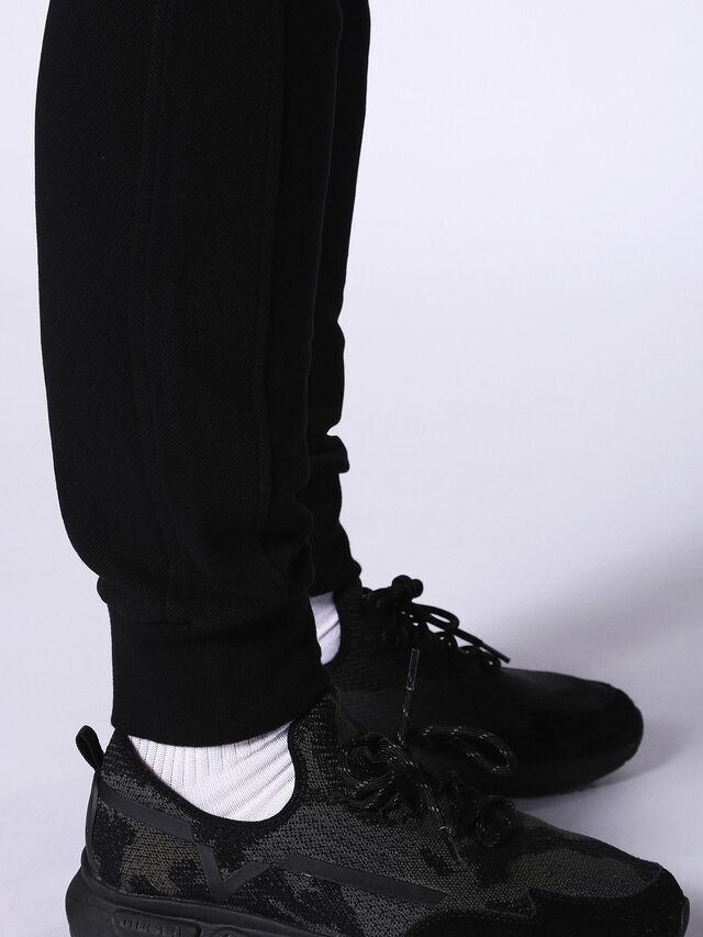 P-MOONS, Noir