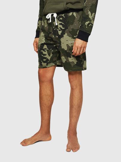 Diesel - UMLB-PAN, Vert Camouflage - Pantalons - Image 1