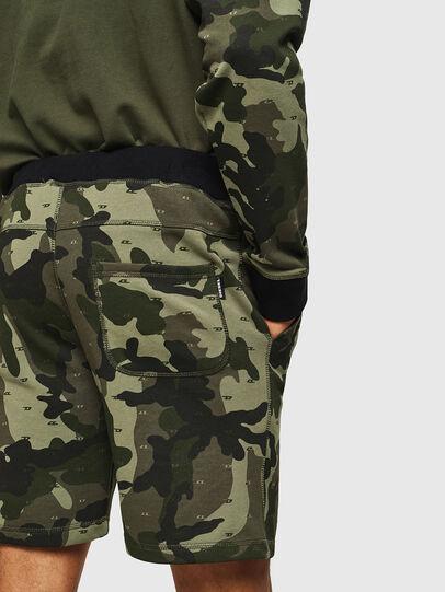 Diesel - UMLB-PAN, Vert Camouflage - Pantalons - Image 3