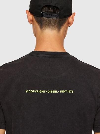 Diesel - T-DIEBIND-SLITS-A2, Noir - T-Shirts - Image 4