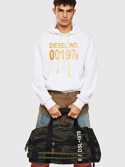 Diesel - M-CAGE DUFFLE M, Noir/Vert - Sacs de voyage - Image 8