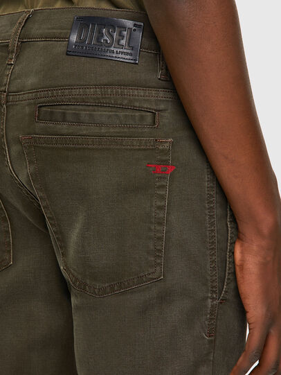 Diesel - D-Fining-Chino 0699P, Vert Militaire - Jeans - Image 5