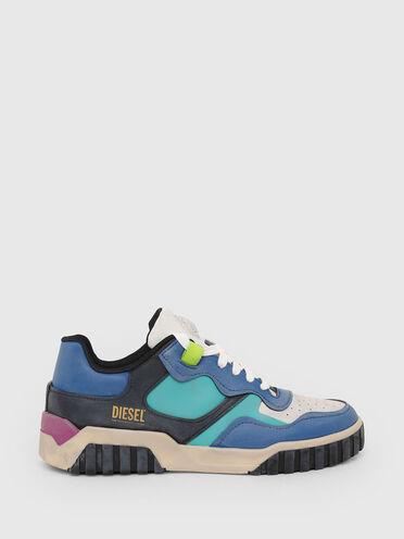 Sneakers basses en cuir traité