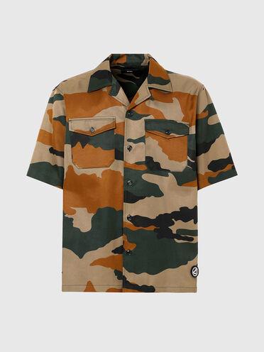 Chemise à col cavalier et imprimé camouflage