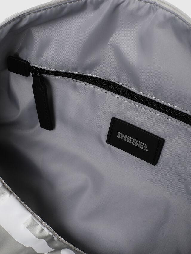 Diesel - BOLD DUFFLE, Noir/Gris argenté - Sacs - Image 5