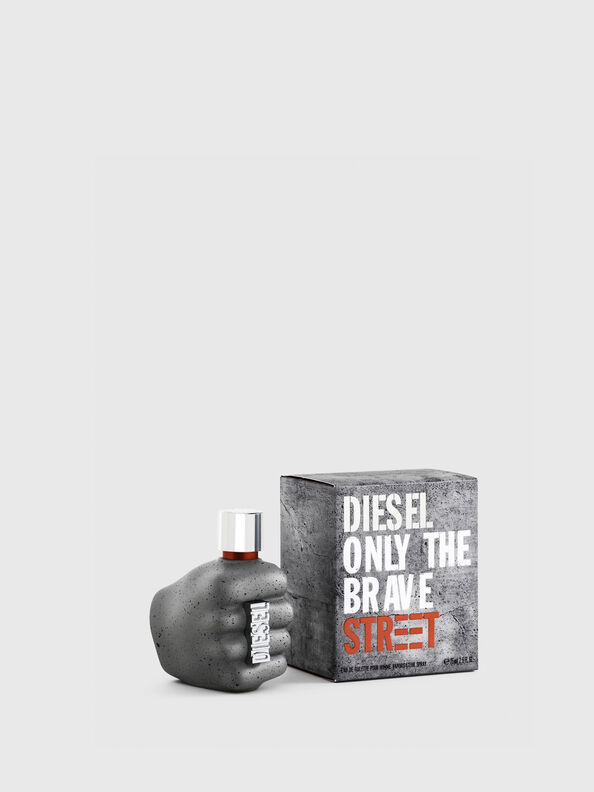 https://fr.diesel.com/dw/image/v2/BBLG_PRD/on/demandware.static/-/Sites-diesel-master-catalog/default/dwc23fed44/images/large/PL0457_00PRO_01_O.jpg?sw=594&sh=792