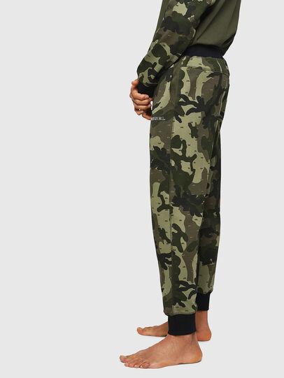 Diesel - UMLB-PETER, Vert Camouflage - Pantalons - Image 4
