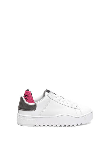 Sneakers en cuir avec bordure métallisée