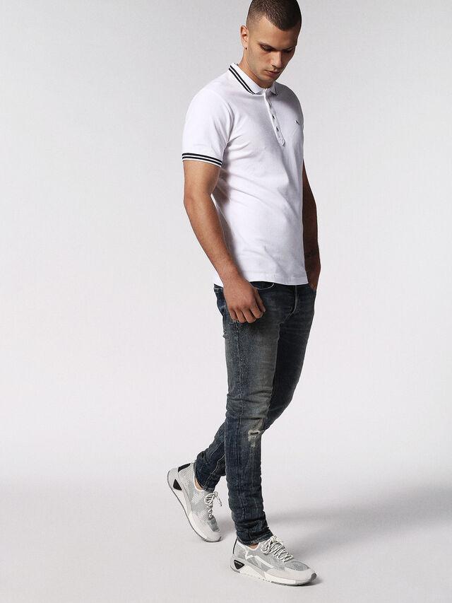T-RANDY, Blanc