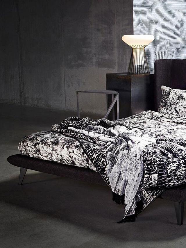 GIMME SHELTER BED, Multicolor