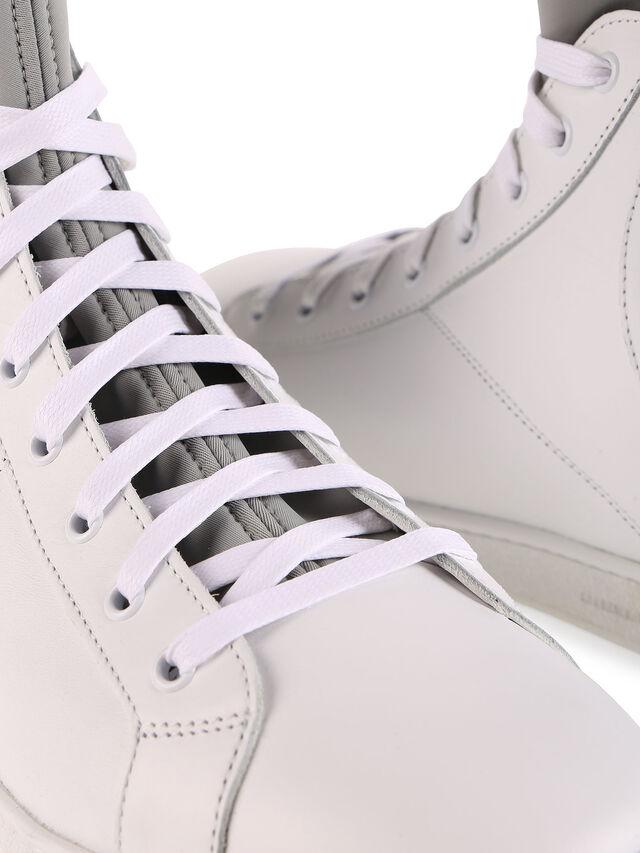 S181-0, Blanc