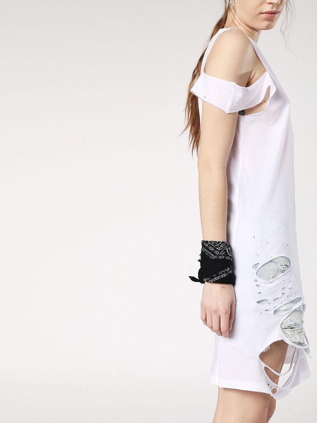 T-SHANE, Blanc